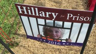 Florida display depicts Clinton in prison