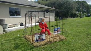 Man builds Hillary For Prison yard display