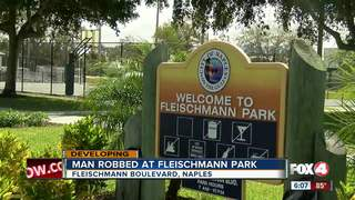 Snatching robbery in Naples park