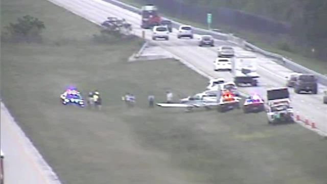 Small plane makes emergency landing on I-75 in Collier County
