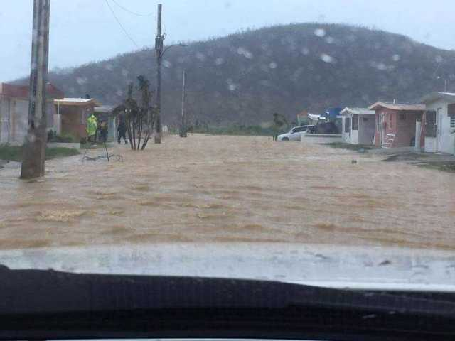 Dam in Puerto Rico ready to burst; 70000 ordered to evacuate
