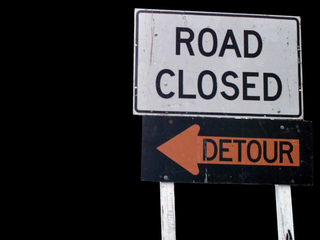 Lane closure due to car crash on Everglades Blvd